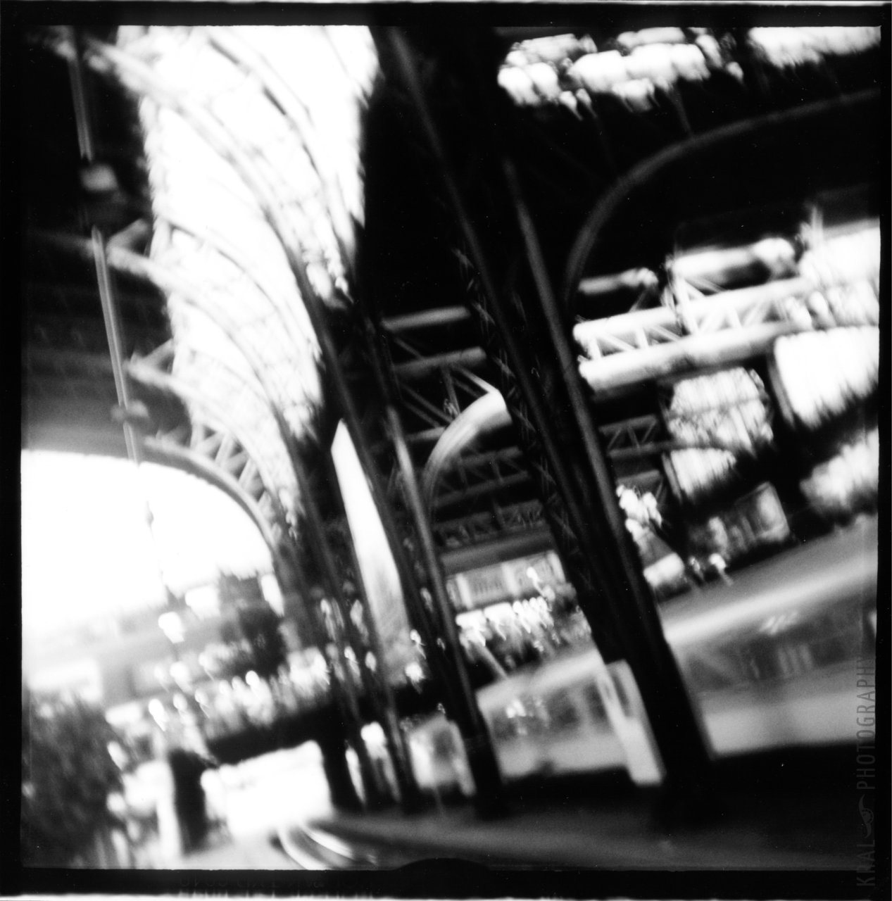 © Holger Kral • Photography - BAHNHOF - 1999, berlin, blackwhite - photo #1