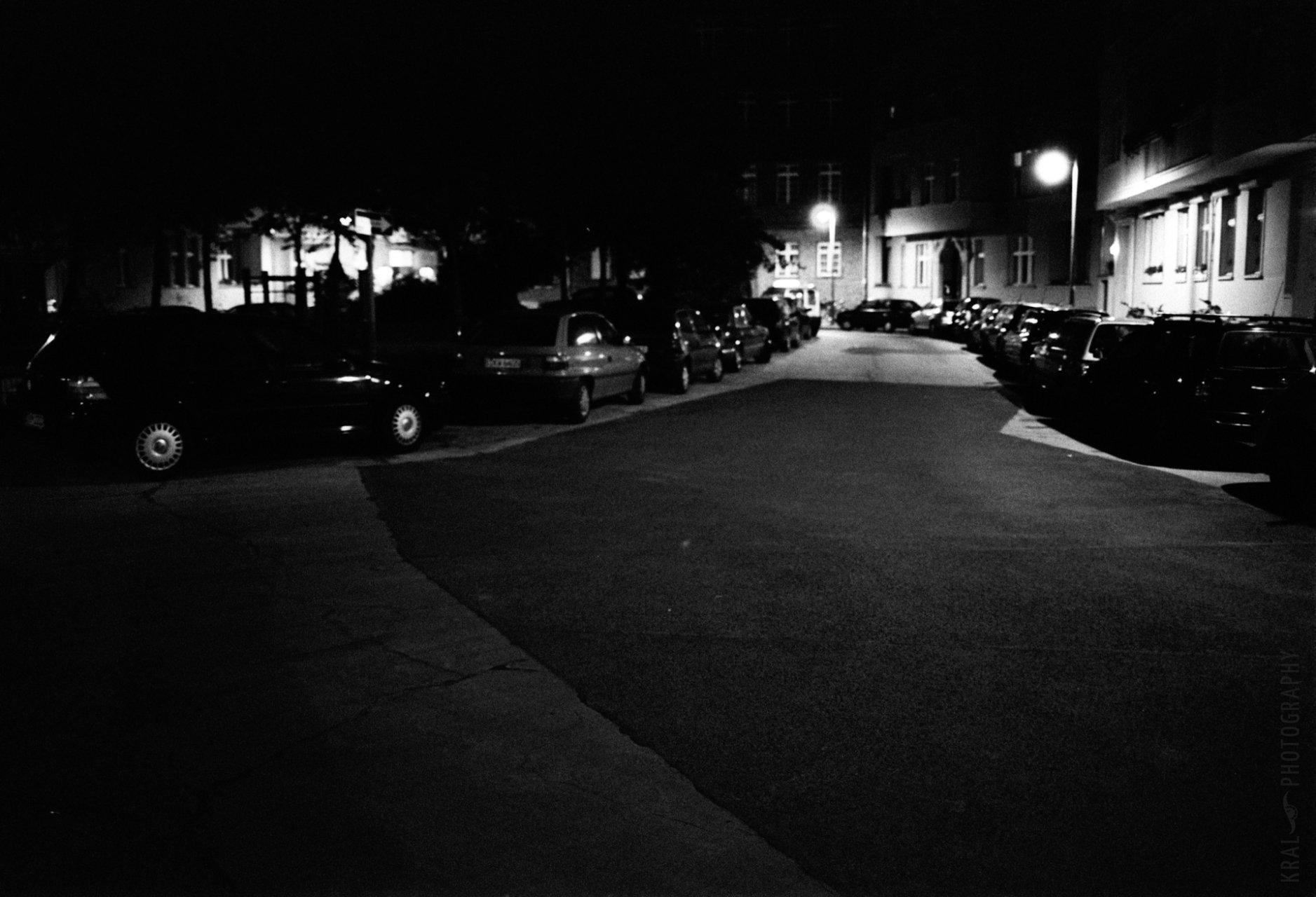 © Holger Kral • Photography - 01_qp_ok_01_08 - 2005, berlin, blackwhite, city, night, quiet, street, summer - photo #1
