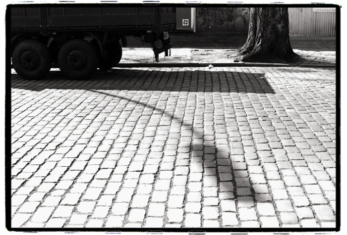 © Holger Kral • Photography - 05-06-03 - 2005, blackwhite, city, spring, street, urban landscape - photo #1